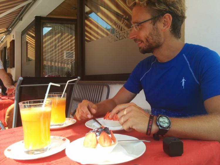 Danke an das Café Reiserer und seinen Chef Cristian für die leckere Stärkung in Klausen und die laufende Unterstützung auf den letzten 40km bis nach Eppan.