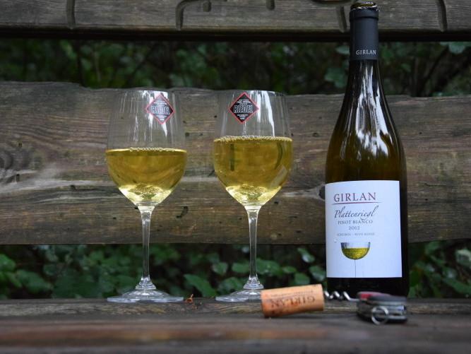 Danke an den Vize-Bürgermeister und den Tourismusdirektor von Eppan für diesen guten Tropfen Wein.